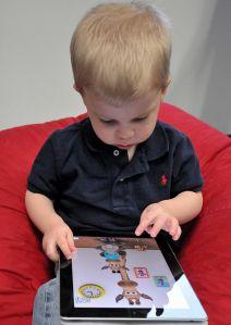 512px-Child_with_Apple_iPad